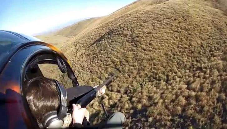 Caçador cai de helicóptero enquanto atirava em cervos assustados; Veja o vídeo 2